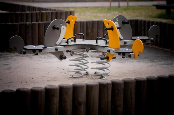 Plac zabaw do przedszkola i szkoły. Źródło: Lars Laj