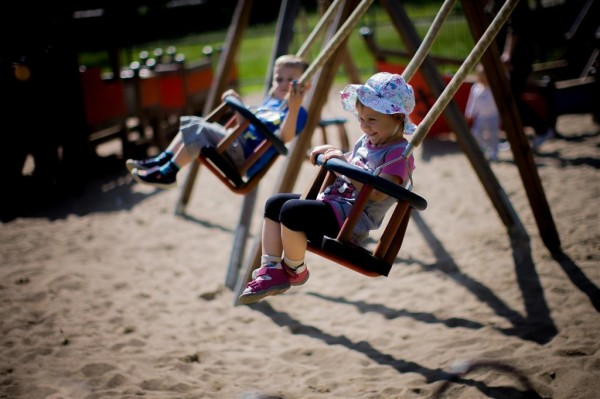 Czym jest strefa bezpieczeństwa na placu zabaw?