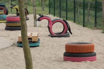 plac zabaw z recyklingu