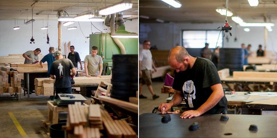 Pracownicy stolarni przy pracy